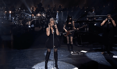 Pink: Try Live The Truth About Love (Video Clip)