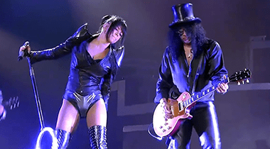 Slash Feat. Fergie: Beautiful Dangerous Live (Video Clip)